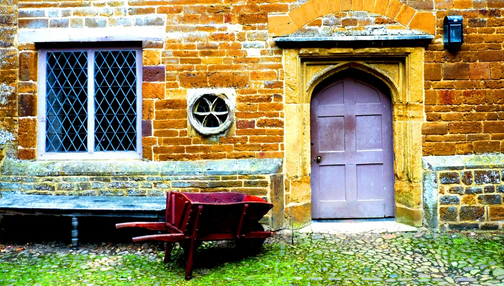 Henry viii courtyard canons ashby house jigsaw puzzle in for Ashby house