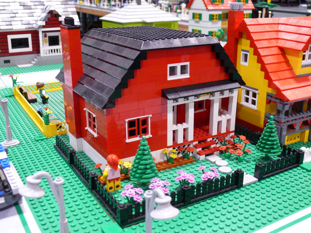 Red Lego House jigsaw puzzle in Macro puzzles on ...