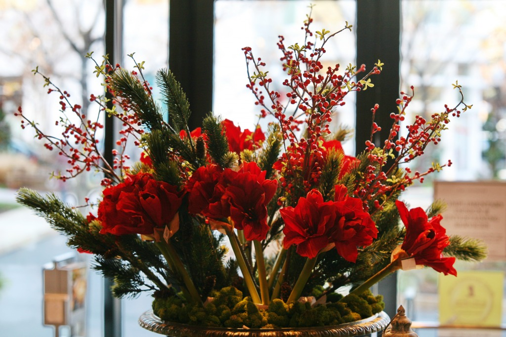 Holiday decorations jigsaw puzzle in flowers puzzles on