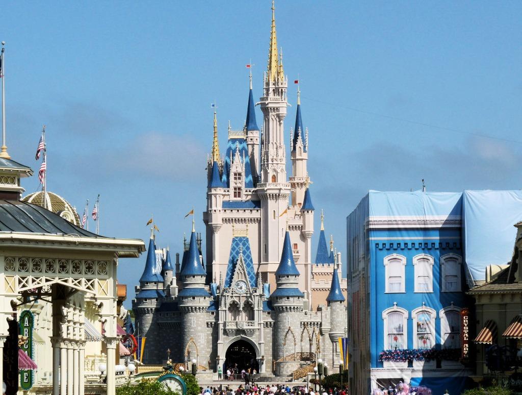 Magic kingdom cinderella castle jigsaw puzzle in castles puzzles on