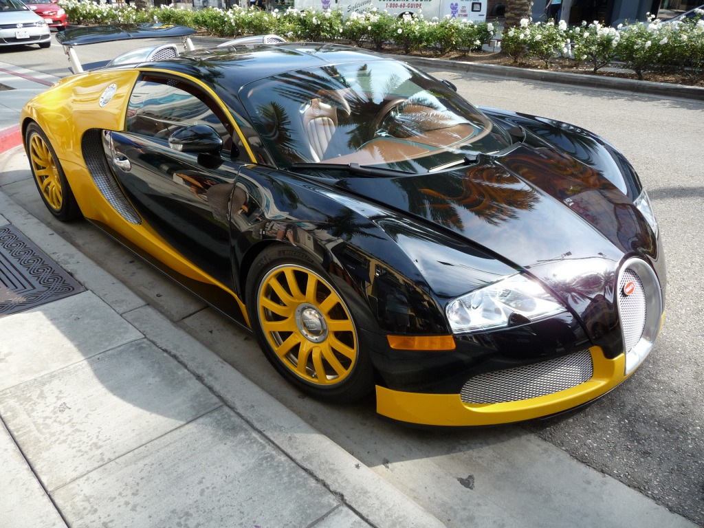 bugatti veyron on rodeo drive hollywood jigsaw puzzle in cars bikes pu. Black Bedroom Furniture Sets. Home Design Ideas