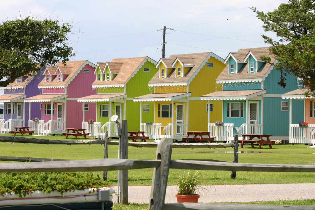 pastel houses in north carolina jigsaw puzzle in puzzle of