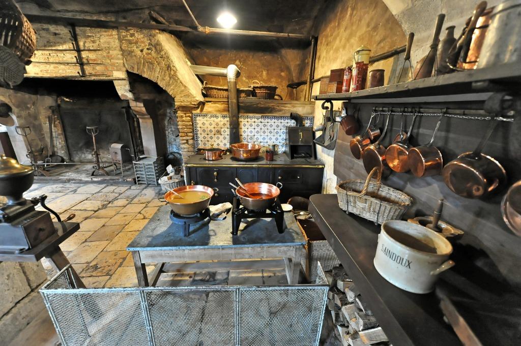 chateau de la fert saint aubin kitchen jigsaw puzzle in food bakery puzzles on. Black Bedroom Furniture Sets. Home Design Ideas