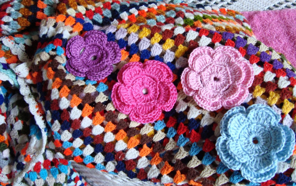 Links To More Than 10 000 Crochet Patterns And Pieces: Crocheted Flowers Jigsaw Puzzle In Handmade Puzzles On