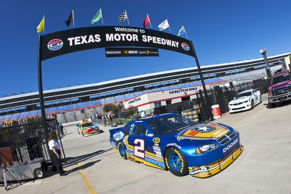 Texas motor speedway jigsaw puzzle in cars bikes puzzles for Texas motor speedway events