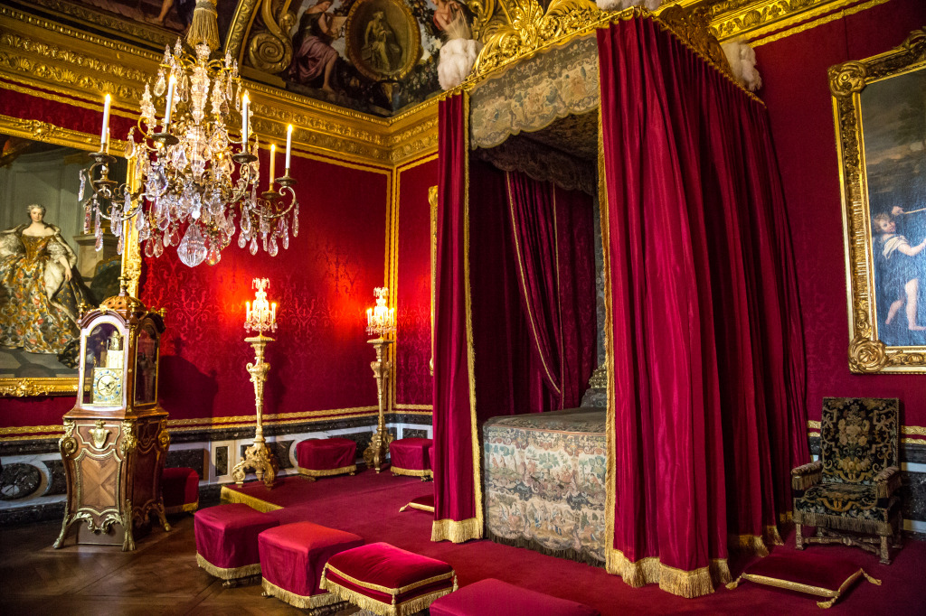 Louis xvi 39 s bedroom in the versailles palace jigsaw puzzle for Chambre louis xvi versailles