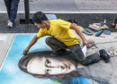 Street Artist draws Mona Lisa